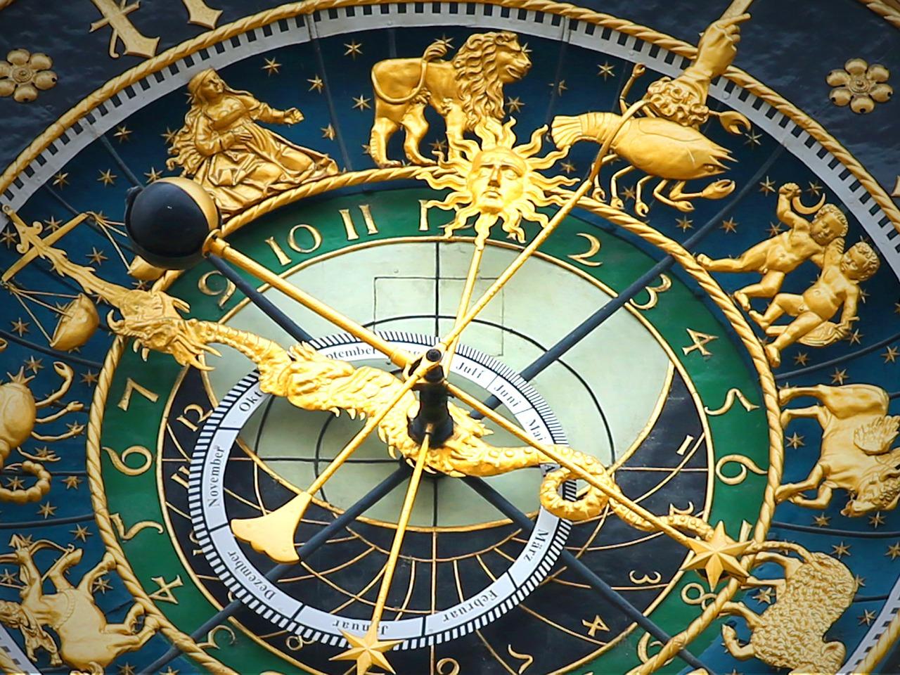 1614684351_astronomical-clock-408306_1280