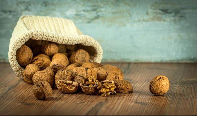 207613_walnuts-1213008_960_720_f