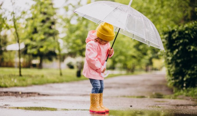 412488_cute-little-girl-jumping-into-puddle-rainy-weather_f
