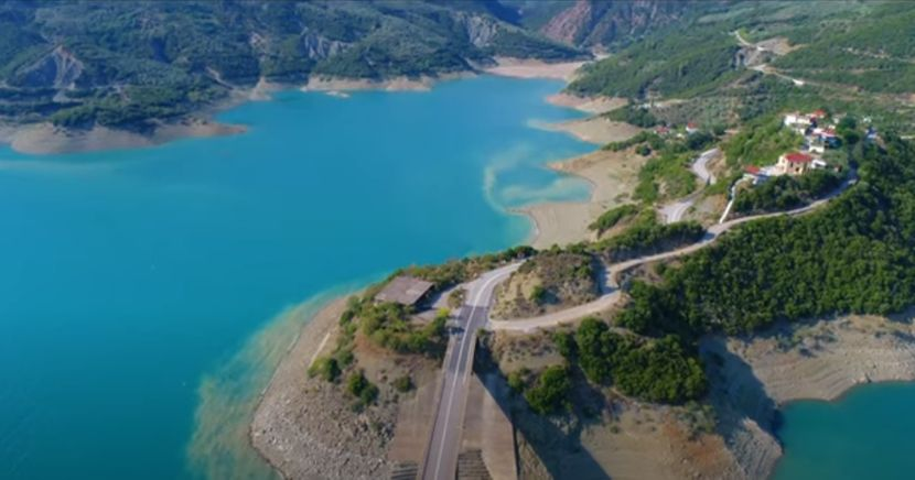 foto-screenshot-youtube-nature-with-drone-makis-theodorou-830x0-1.jpg