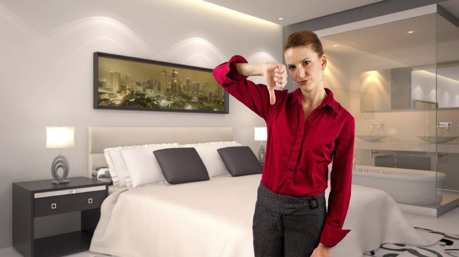 prst-razocaranje-turista-soba-hotel