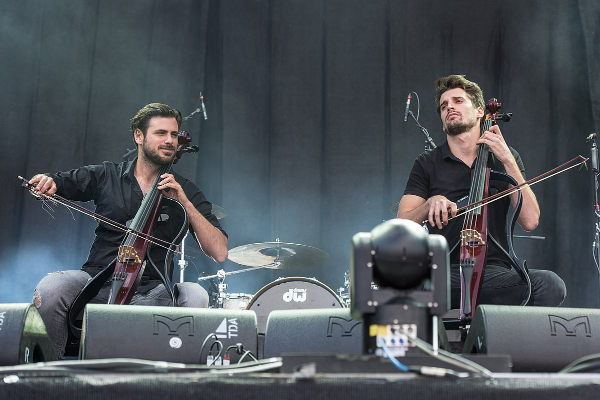 1200px-2017_RiP_-_2Cellos_-_by_2eight_-_8SC1286