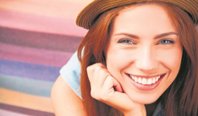 241971_xxstock-photo-smiling-girl-in-hat-210137485_f