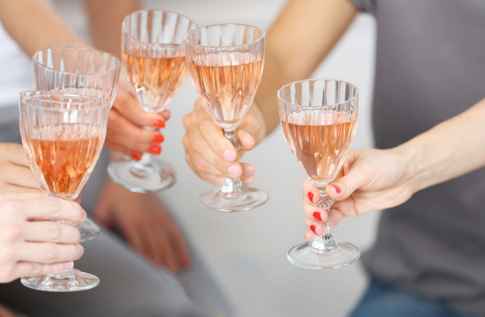 alkohol-zdravica-shutterstock_344255849