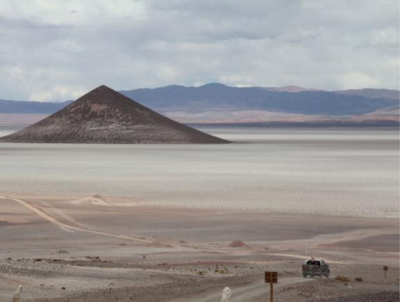 vulkanski piramidi