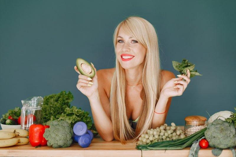 beautiful-girl-make-salad-sporty-blonde-kitchen-woman-with-avocado-800x533