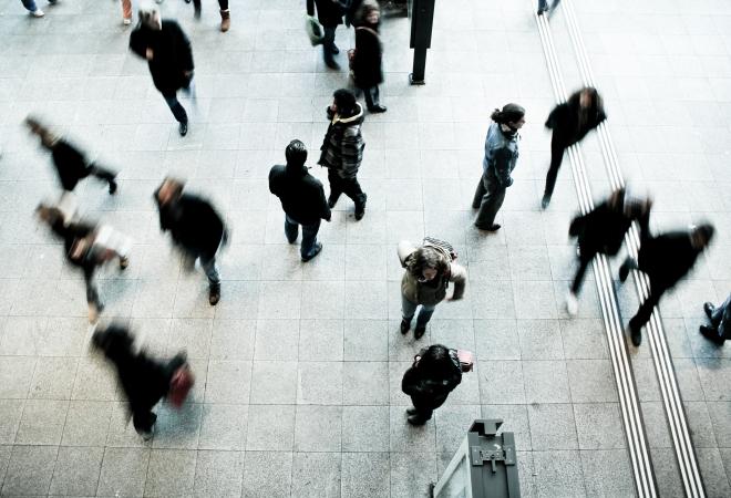 pedestrians-1209316_1920-660x450
