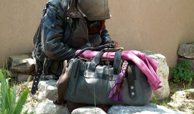 446255_homeless-55492-960-720-1_f