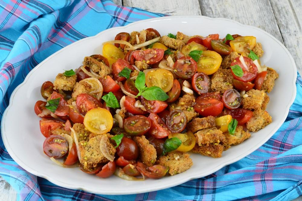 panzanella-salata-de-rosii-cu-crutoane