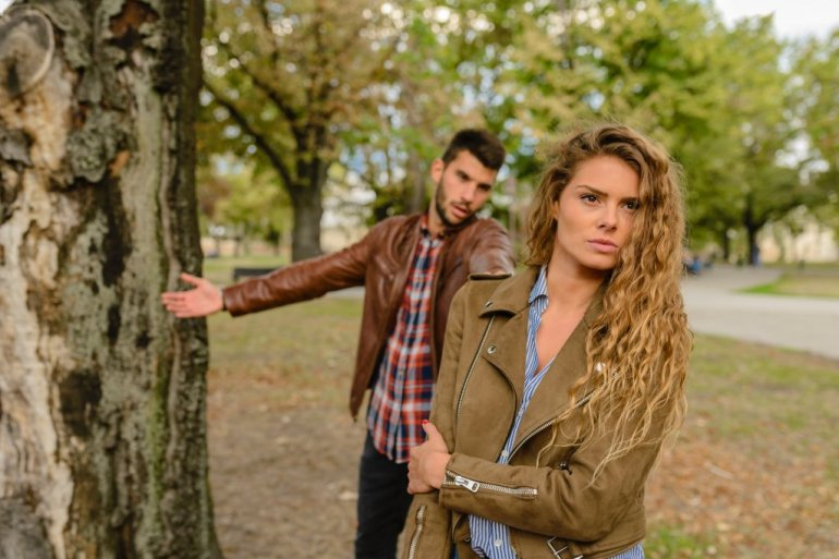 130212_woman-and-man-wearing-brown-jackets-standing-near-tree-984954_f