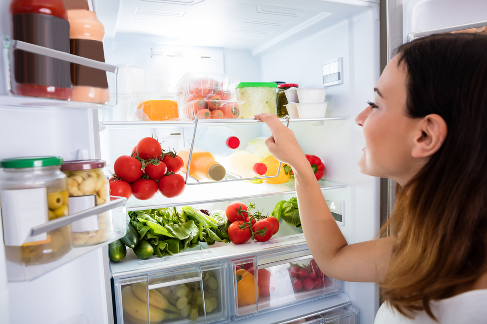 Close-up,Of,Young,Woman,Searching,For,Food,In,The,Fridge