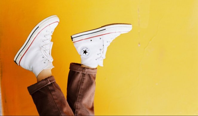 312353_pphoto-of-person-wearing-converse-all-star-sneakers-2421374_f