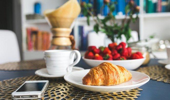 369487_croissant-2346528-960-720_f